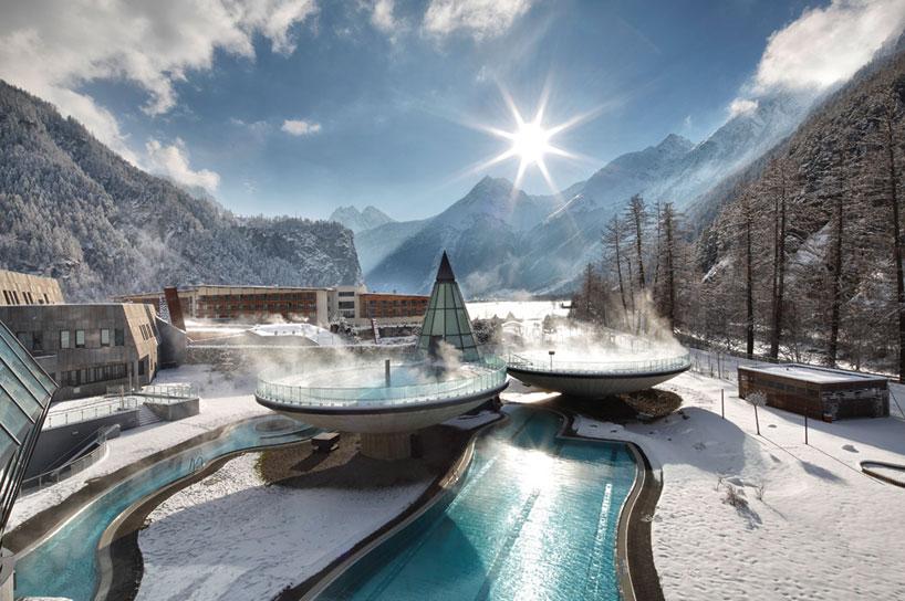 Футуристический термальный комплекс в горах Австрии