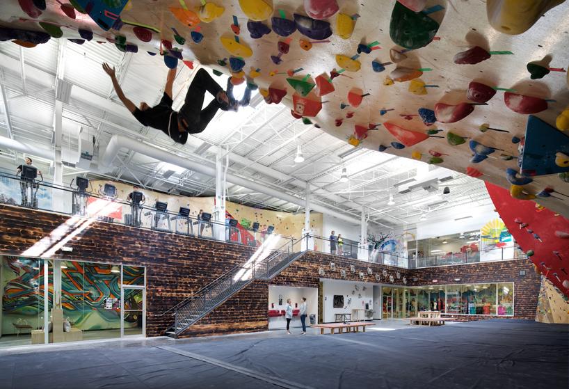 Новый коворкинг Brooklyn Boulders заставляет своих гостей двигаться