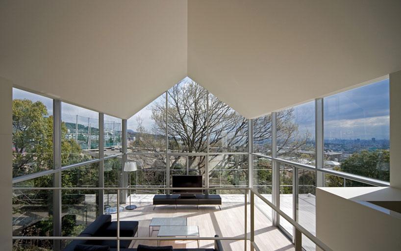 Дом рядом с дубом от Maniera Architects and Associates